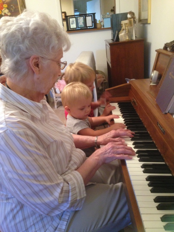 mombellah playing piano
